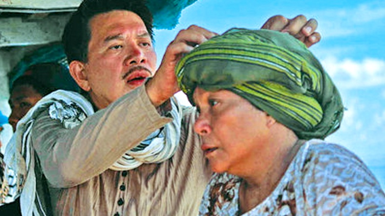 STAR, who plays a barren Badjao midwife, and director at work in Tawi-Tawi (entertainment.inquirer.net)