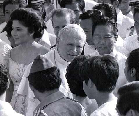 THE charismatic Pope John Paul II during his first visit in Manila as pope in 1981. (www.juice.ph)