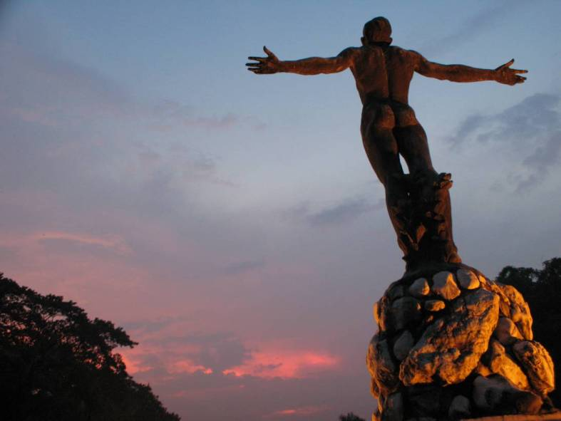 THE naked truth in UP these days is plain for everyone to see. (www.kulay-diwa.com)