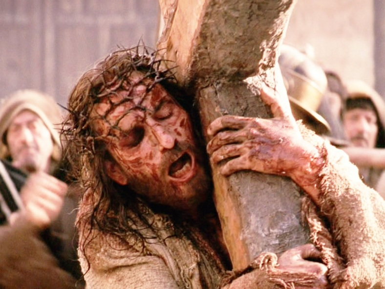"""THE now disgraced Mel Gibson's violent and graphic take as seen in """"The Passion of the Christ,"""" starring Jim Caviezel in the title role. (cinemadenovo.blogspot.com)"""