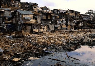 THE people of Tondo await Brown's visit (globalhealthdisparities.wordpress.com)