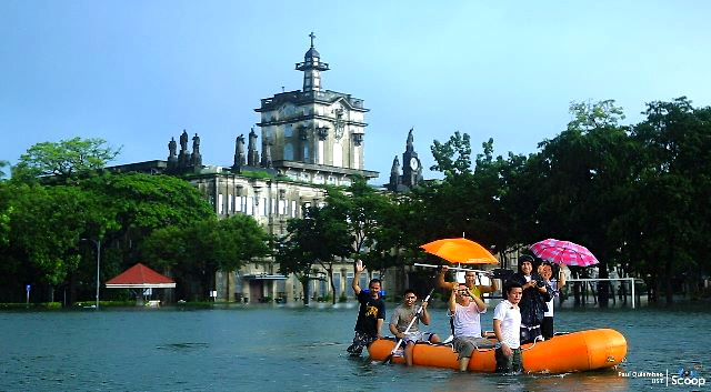 NEVER in my years in UST had I tried moving around campus in a boat. Times have changed. (www.travelonshoestring.com)