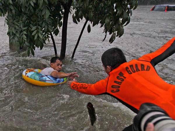 REACHING out (newsinfo.inquirer.net)