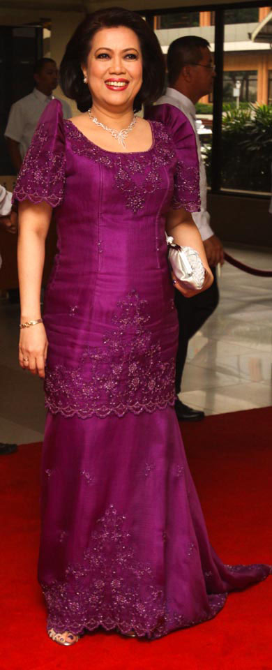 CHIEF Justice Ma. Lourdes Sereno gives justice to Charito Alunan's embroidered and semi-beaded terno. (Alanah Torralba)
