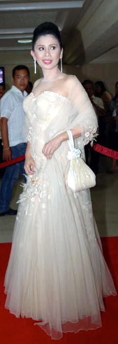 REP. Trisha Bonoan David, White Lady? Boo! (Alanah Torralba)