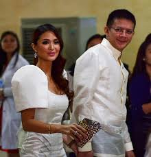 "SINCE the SONA was no showbiz affair, actress and ""senatorial girlfriend"" Heart Evangeslista, with Sen. Chiz Escudero, ditched the bling in favor of pleated details in this white number by Ivar Aseron."