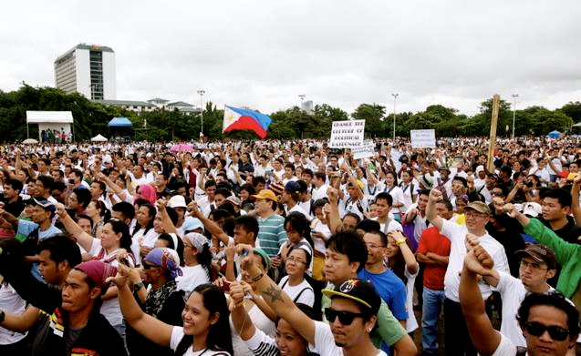 DISPARATE groups united by one thing: a seething anger over corruption. (Dennis Sabangan)