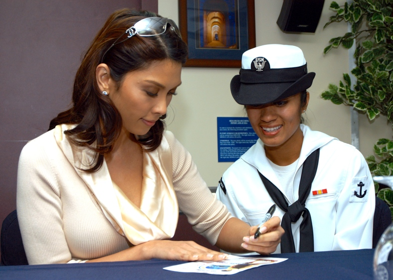 """CONCERT Queen"" Pops Fernandez gamely indulges a fan (en.wikipedia.org)"
