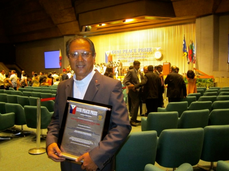 "Fr. Marciano ""Rocky"" Evangelista, SDB, president and project director of Tuloy Foundation, Inc., receives Gusi Peace Prize International Award for 2010 for his contribution in the field of social services and humanitarianism."