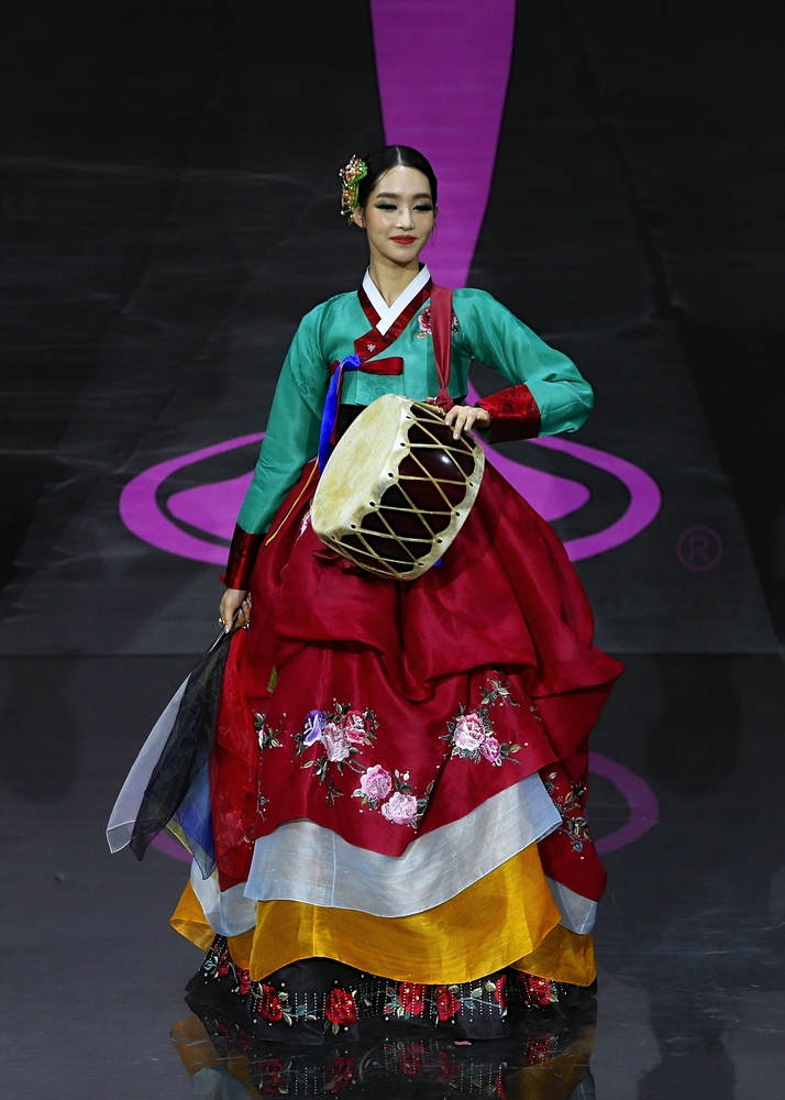 WE love Miss Korea's play on color