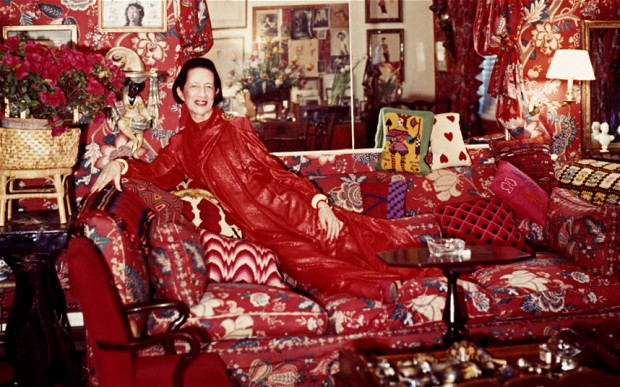 THE real Diana Vreeland in her nearly all-red New York City apartment (www.telegraph.co.uk)