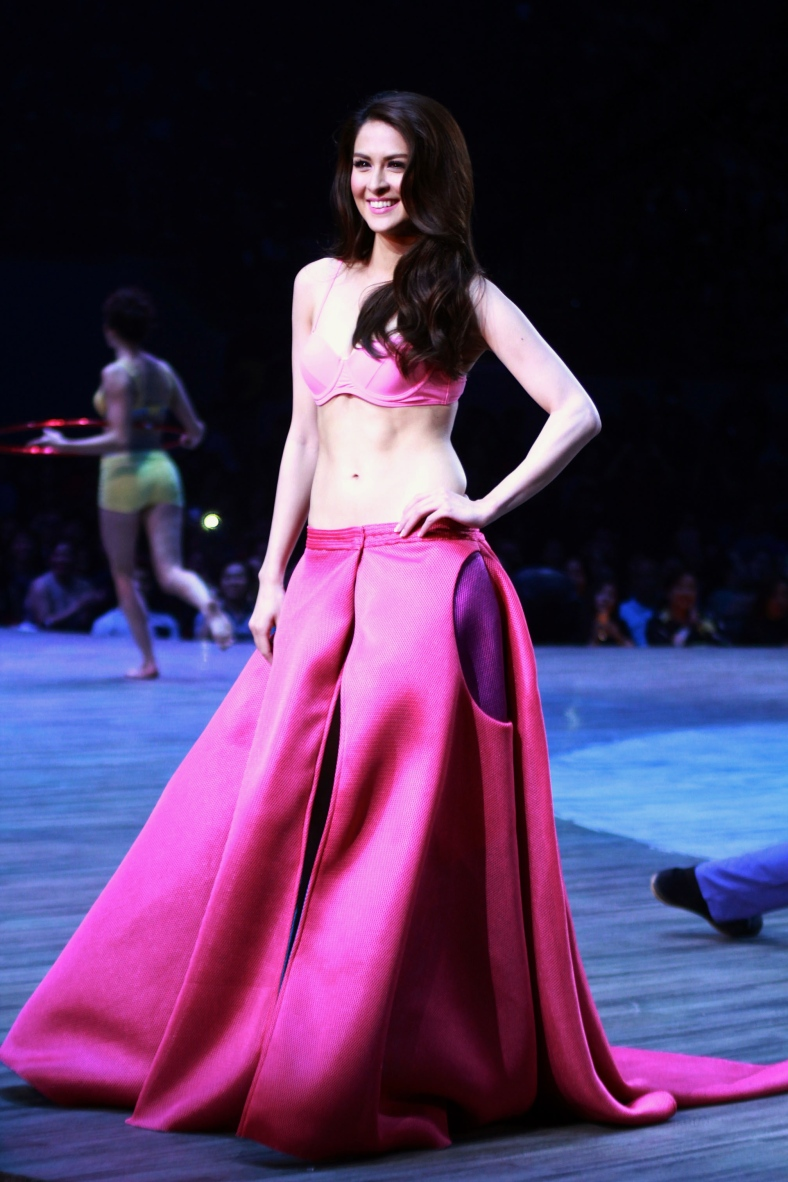 MARIAN Rivera, the evening's most applauded female star, makes her Bench debut (Chito Vecina)