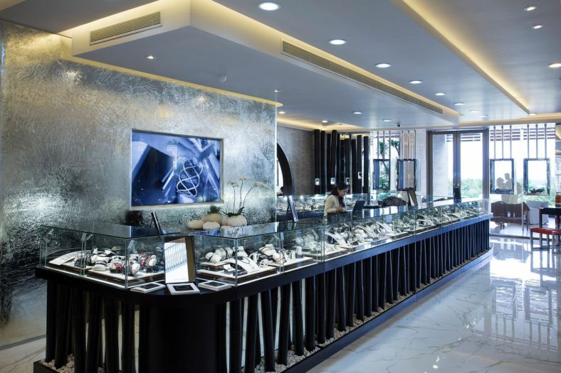 JOHN Hardy has four boutiques and hundreds of points of sale, including Rustan's Department Store. Its biggest boutique is at the Hotel Mulia in Bali.