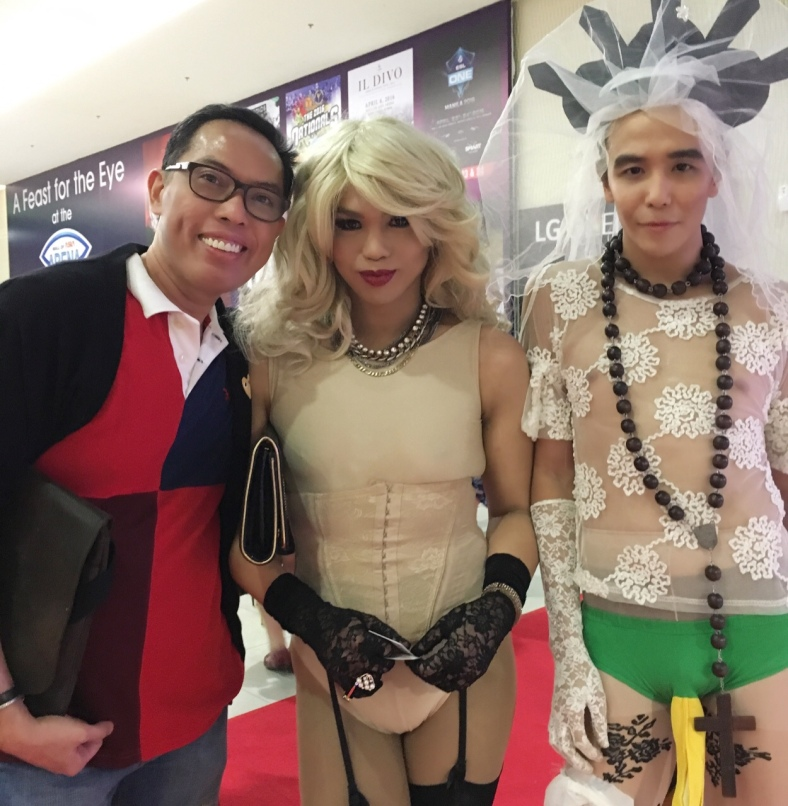 When yours truly bumps into the Dominatrix in corset and the Virgin bride before Madonna's Manila concert.